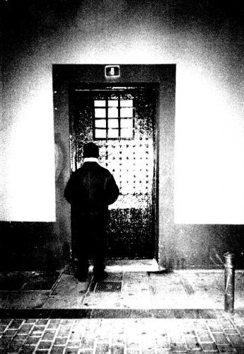 la porta nel buio
