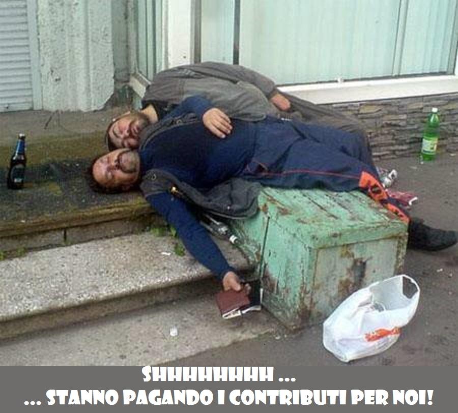 immigrati-invasori-ubriachi-pagano-contributi